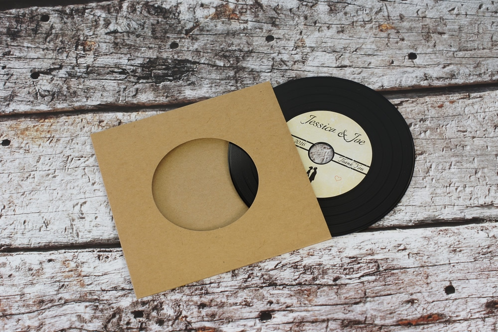 wedding-invitation-vinyl-cd-record-style-wallet-11