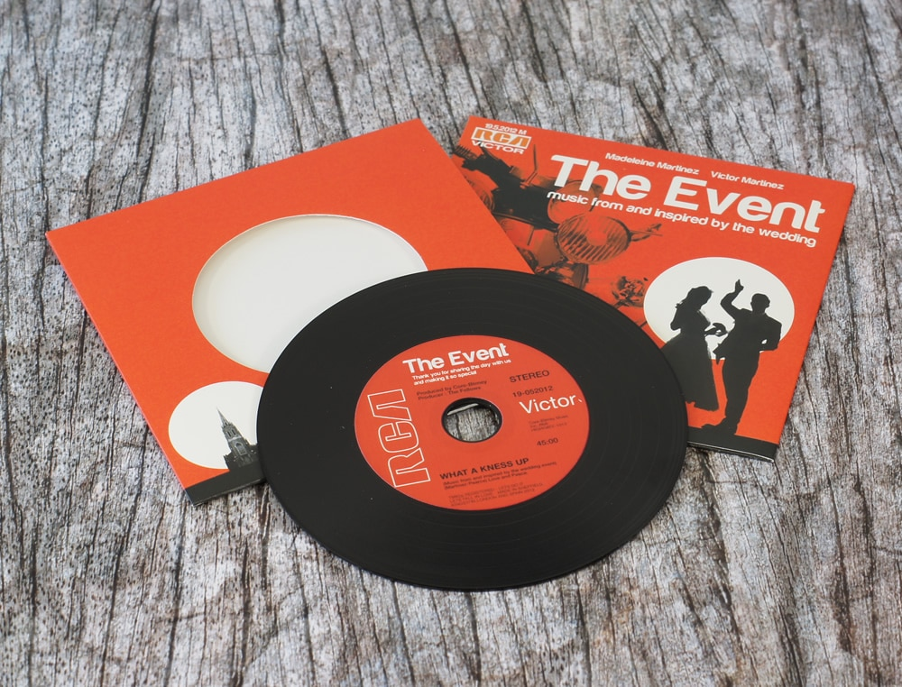 wedding-invitation-vinyl-cd-record-style-wallet-2
