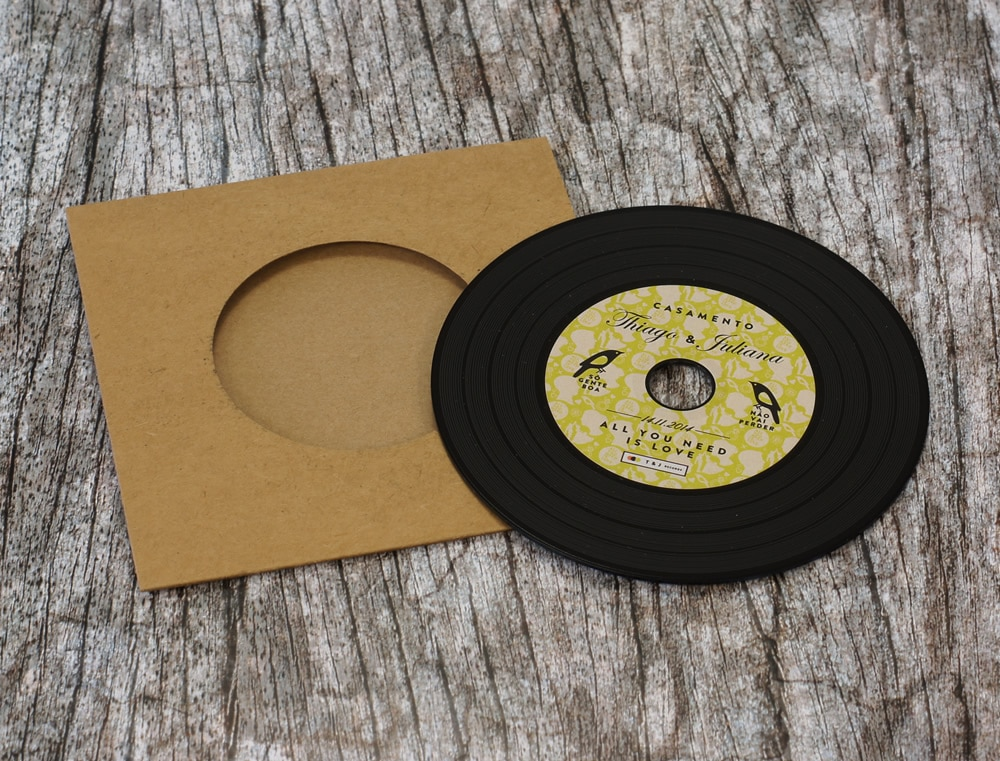 wedding-invitation-vinyl-cd-record-style-wallet-9